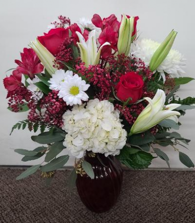 Rosy Reds and Whites FHF-V21 Fresh Flower Vase