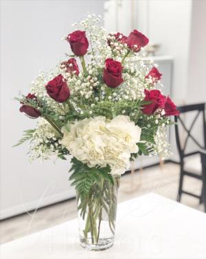 Rouge Et Blanc Vase Arrangement in Middletown, NJ | Fine Flowers