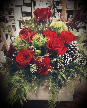 Rustic Roses  Centerpiece in Vernon, BC | SIMPLY BASKETS AND HARRIS FLOWERS