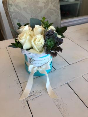 Smallest Flower Box Arrangement Roses in Sparta, NJ | Bluet Flower Co.