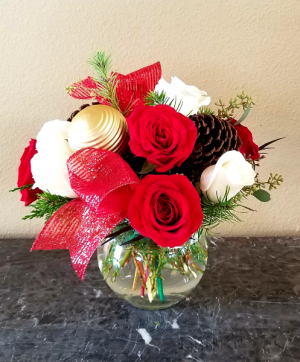 Santa's Center Piece Only at Mom & Pops Flower Shop in Oxnard, CA | Mom and Pop Flower Shop