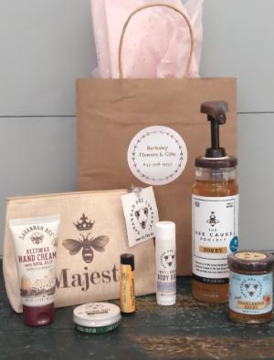 Savannah Bee Co. Gift Set  in Bluffton, SC | BERKELEY FLOWERS & GIFTS
