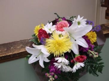 SEASONAL BOUQUET wrapped bouquet