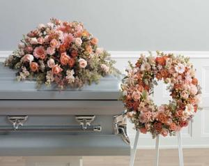 SF83-12 Peach Wreath on Easel in Walkersville, MD   ABLOOM LTD FLOWERS AND EVENTS