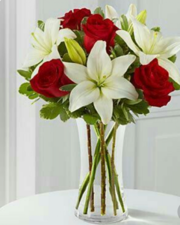 She's So Beautiful       FHF-32 Vase Arrangement
