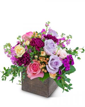Show Me Love Flower Arrangement in Nevada, IA | Flower Bed