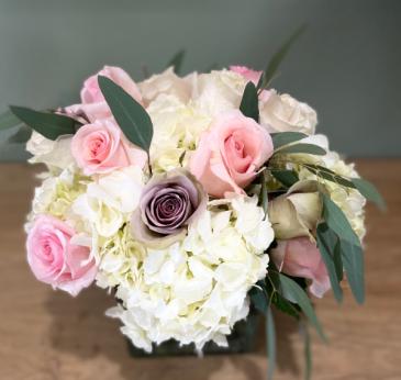 SIGNATURE TABLE ELEGANT AND MIXTURE FLOWERS