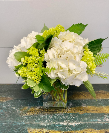 Simple Beauty Vase Arrangement