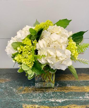 Simple Beauty Vase Arrangement