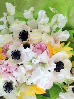 Simple classic Vase arrangement in Northport, NY   Hengstenberg's Florist