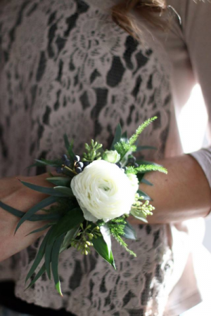 simple elegance  in Oakville, ON | ANN'S FLOWER BOUTIQUE-Wedding & Event Florist