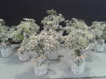 SIMPLE EVENT FLOWERS BABY'S BREATH IN GLASS VASE