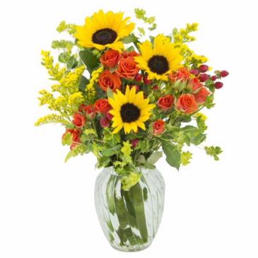 Simple & Sunny Floral Arrangment