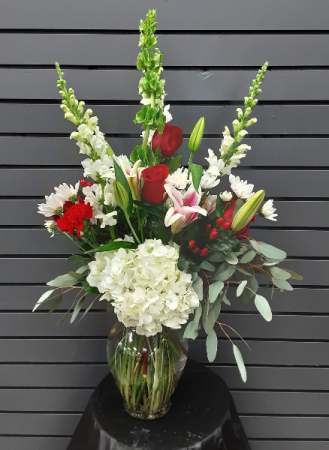 Simply Elegant Vase Fresh Arrangment