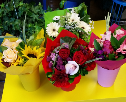 18 Stem - Small Ecuadorian Bouquets with container Handwrapped bouquet in small container