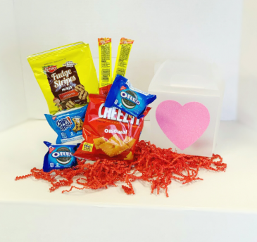 Small Snack Pack with Mylar Balloon  Valentine's Day