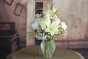 Snow White Vase in Stevensville, MT | WildWind Floral Design Studio