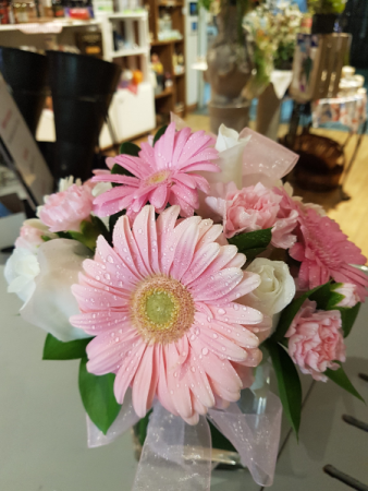 SOFTNESS IN A CUBE Gerberas, roses and carnations