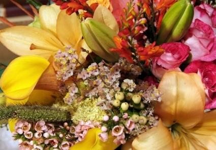 Algo único y memorable! diseños personalizados por maestros floristas Nuestra familia ha estado creando y entregando momentos memorables desde 1935.