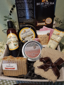 PAMPER ME PLEASE Local and natural spa basket