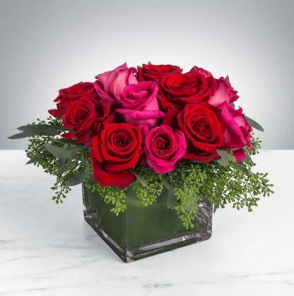 SPARKS FLY Roses in square vase