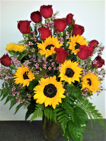 SPECIAL NO 4 RED ROSES WITH SUNFLOWERS