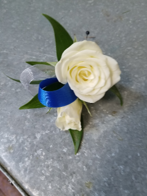 Spray Rose Bout Bout in Henderson, TX | RAYFORD FLORIST & GIFTS