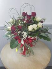 Spray Rose Special Vase Arrangement