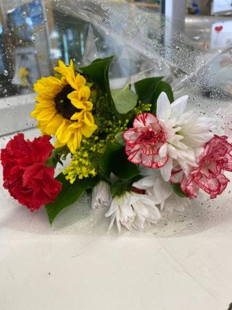 Mixed  Bouquet  While Supplies Last  Mixed Bouquet   ((Pick Up Only))
