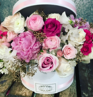 WORLDS GREATEST MOTHER FLOWER HAT BOX Lush and fragrant  in Ozone Park, NY | Heavenly Florist