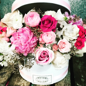 Romantic hat box High end in Ozone Park, NY | Heavenly Florist