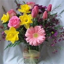 SPRING IS IN THE AIR!! spring mixed in cute  rectangular vase!!