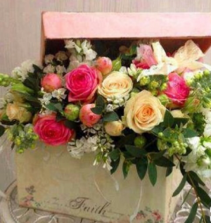Mother S Love Box Arrangement Any Special Occasion In Kansas City Mo I Want Flowers