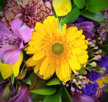 Spring Purples with a POP of Yellow DESIGNERS CHOICE