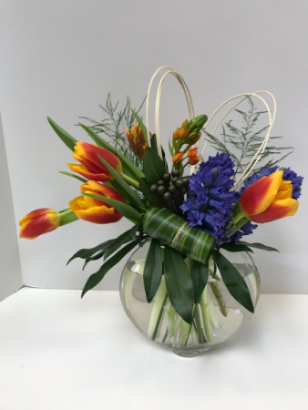 spring time vase arrangement