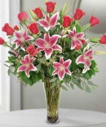 Stargazer Lilies & Roses        vase arrangement