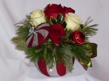 STARS OF CHRISTMAS - CHRISTMAS FLOWERS KEEPSAKE. Christmas Flowers from AMAPOLA BLOSSOMS. Christmas Centerpiece Flowers,  Christmas Flowers Arrangements  Prince George BC