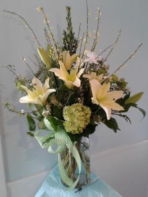 Stellad'oro Vased Arrangement in Hingham, MA | HINGHAM SQUARE FLOWERS
