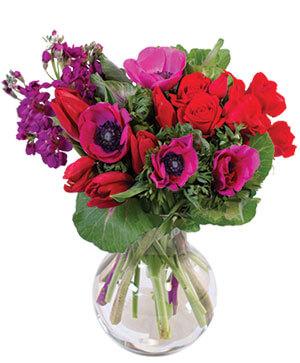 Striking Scarlet Bouquet in Sedalia, MO | State Fair Floral