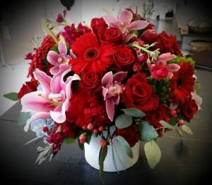 Stunning Red  in Teaneck, NJ | ENCKE FLOWERS