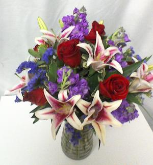 Stunning Beauty Classic mixed arrangement in Brandon, FL | WHIDDEN FLORIST
