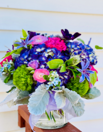 Stunning Beauty  Modern Vase Arrangement