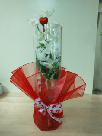 stunning orchards in red and white Vase Arrangement