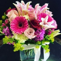 Shades of pinks & purples cube bouquet