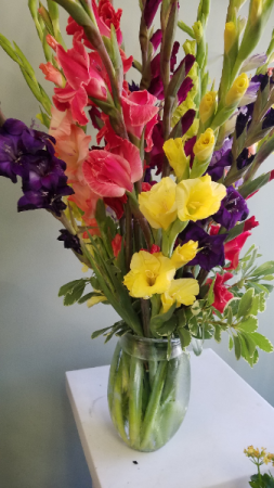 Summer Glads! vase Arrangement