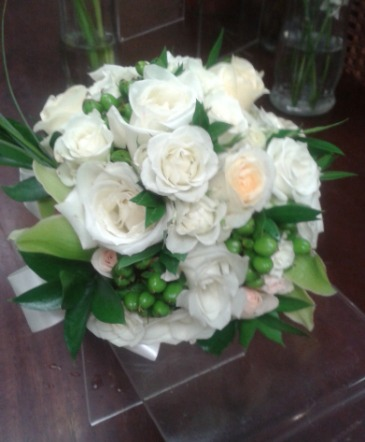 SUMMER NIGHT BOUQUET White roses hand tied style