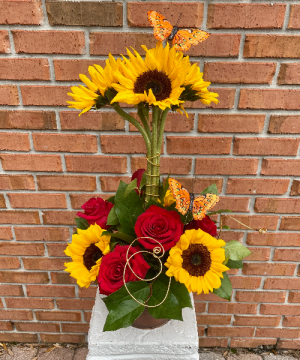 Sunflower Topiary  in Indialantic, FL | ROSES ARE RED