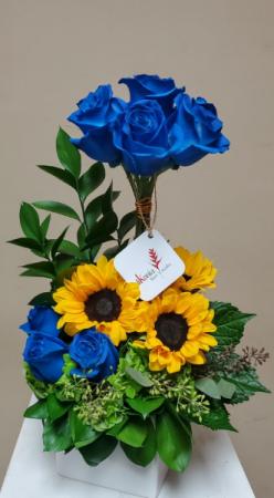 Sunflowers and Blue Roses Love V21-829 Flower Arrangement in San Juan, PR | ELIKONIA FLOWERS