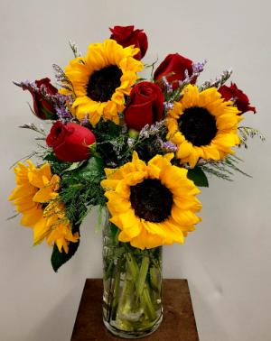 Sunflowers and Roses Half Dozen Rose Arrangement in Springfield, MO | FLOWERAMA #226