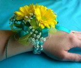Sunshine Daisy Wristlet